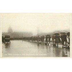 carte postale ancienne INONDATION DE PARIS 1910. Esplanade des Invalides