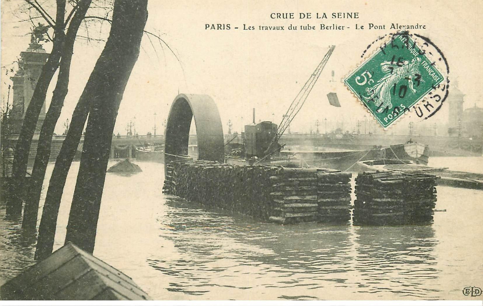 carte postale ancienne INONDATION DE PARIS 1910. Travaux du Tube Berlier Pont Alexandre