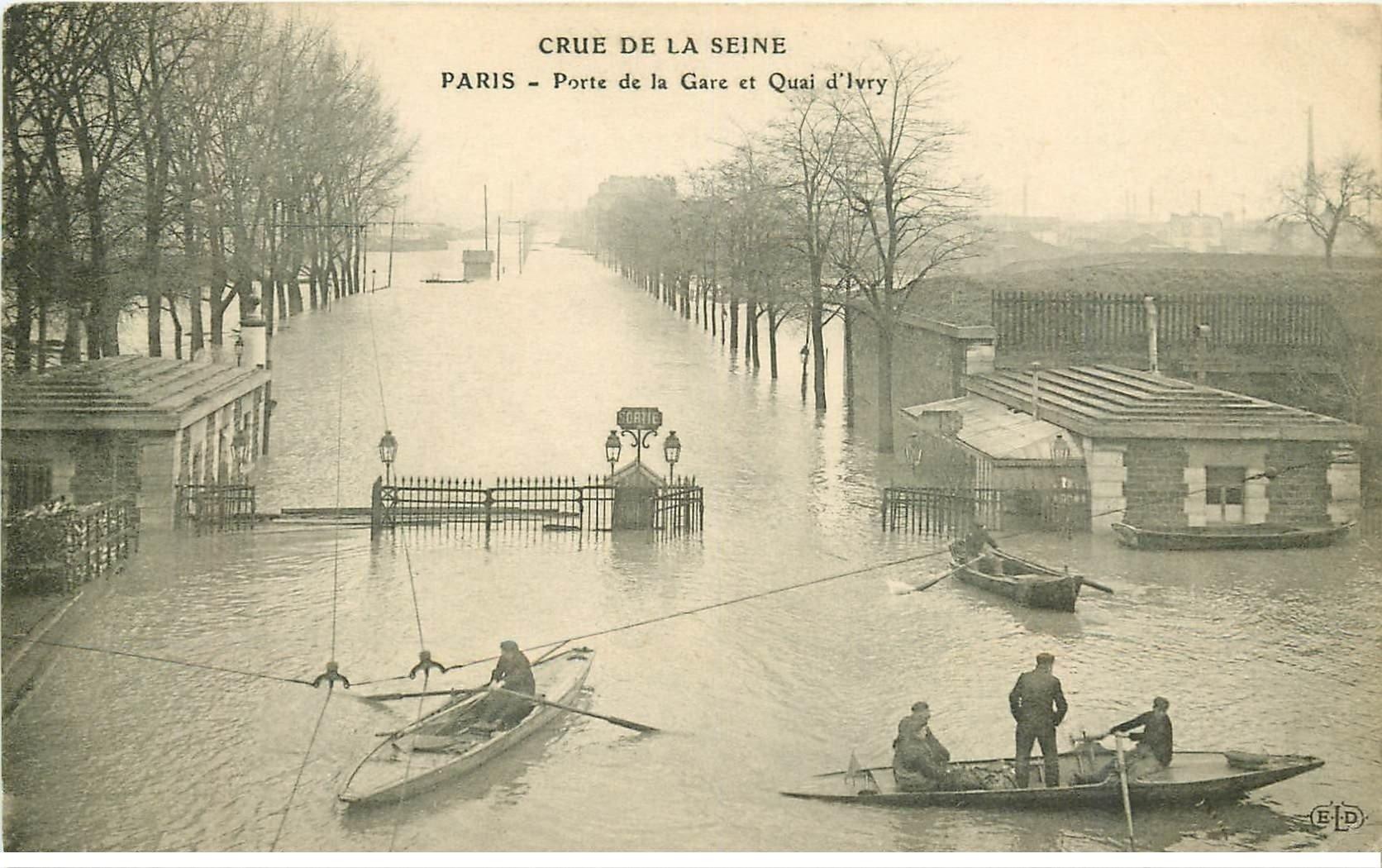 carte postale ancienne INONDATION DE PARIS 1910. Porte de la Gare Quai d'Ivry