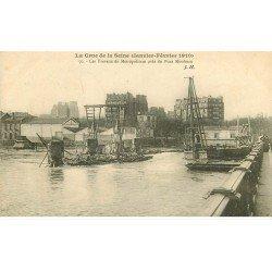 carte postale ancienne INONDATION DE PARIS 1910. Travaux Métropolitain Pont Mirabeau
