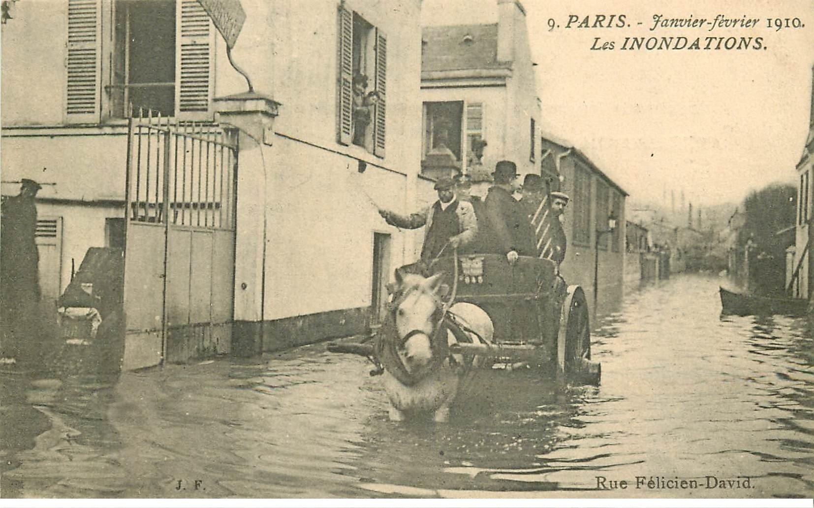 carte postale ancienne INONDATION DE PARIS 1910. Attelage Rue Félicien David