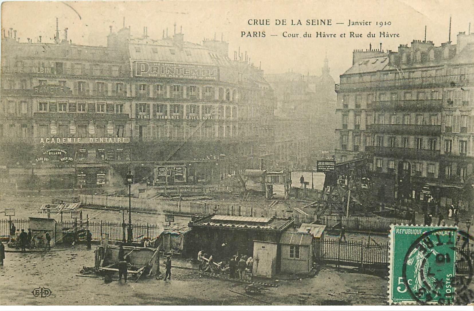 carte postale ancienne INONDATION DE PARIS 1910. Cour et Rue du Havre Gare Saint-Lazare