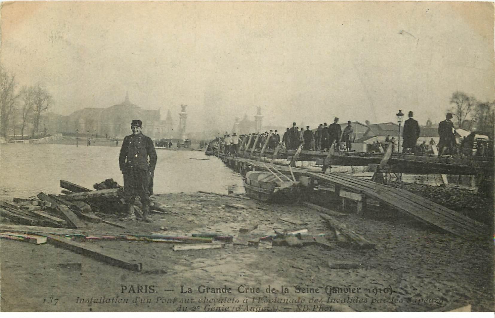 INONDATION DE PARIS 1910. Pont sur chevalets Esplanade des Invalides
