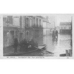 carte postale ancienne INONDATION DE PARIS 1910. Rue Lacordaire Sauveteurs et Attelage