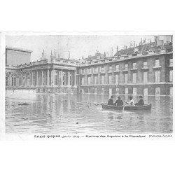 carte postale ancienne INONDATION DE PARIS 1910. Arrivée des Députés à la Chambre. Collection Taride