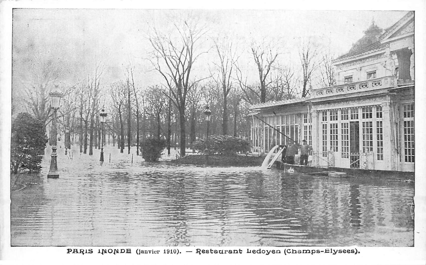 carte postale ancienne INONDATION DE PARIS 1910. Restaurant Ledoyen. Collection Taride