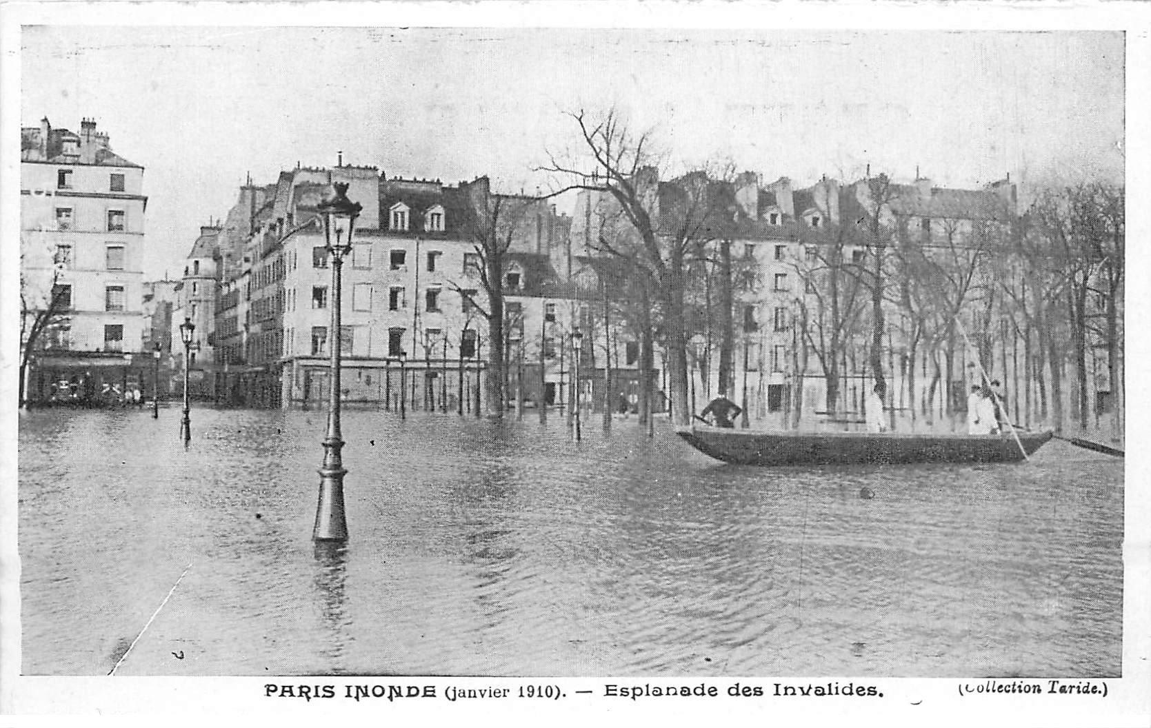 carte postale ancienne INONDATION DE PARIS 1910. Esplanade Invalides. Collection Taride