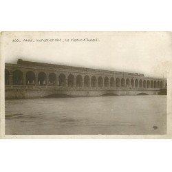 carte postale ancienne INONDATION DE PARIS 1910. Viaduc d'Auteuil. Edition Rose. Manufacture Blanc à Valence