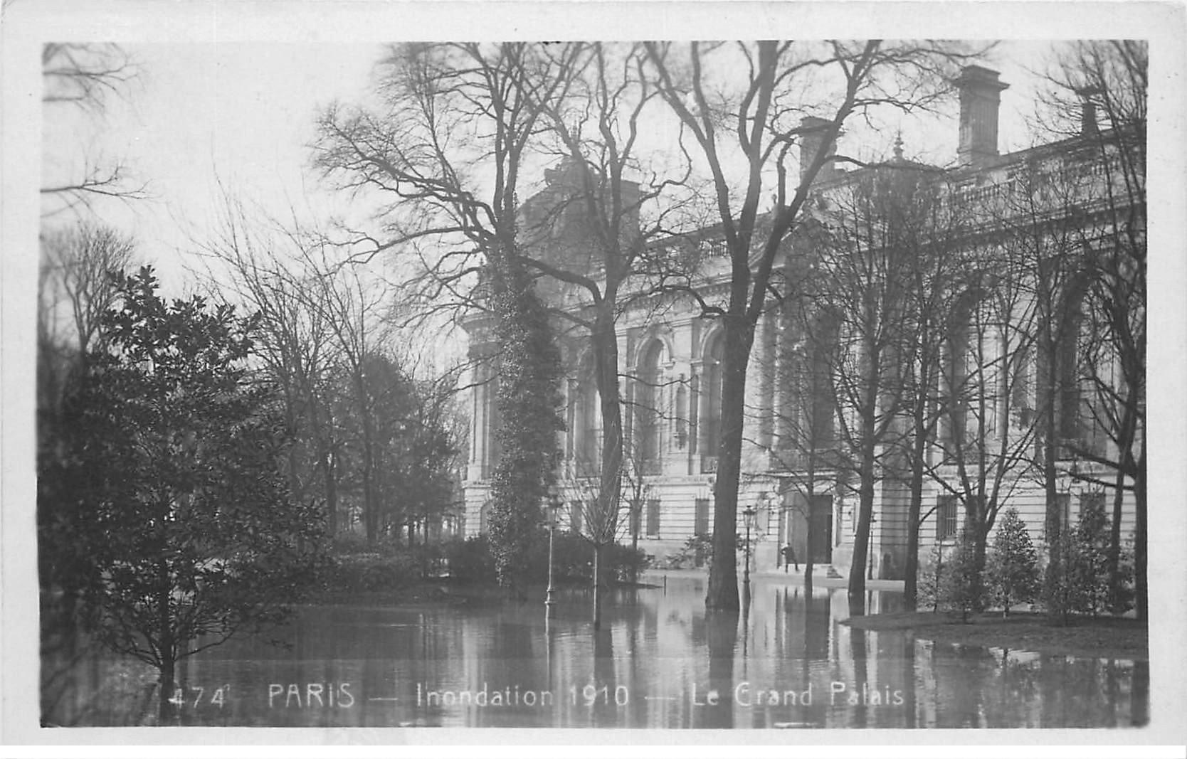 carte postale ancienne INONDATION DE PARIS 1910. Le Grand Palais. Edition Rose.