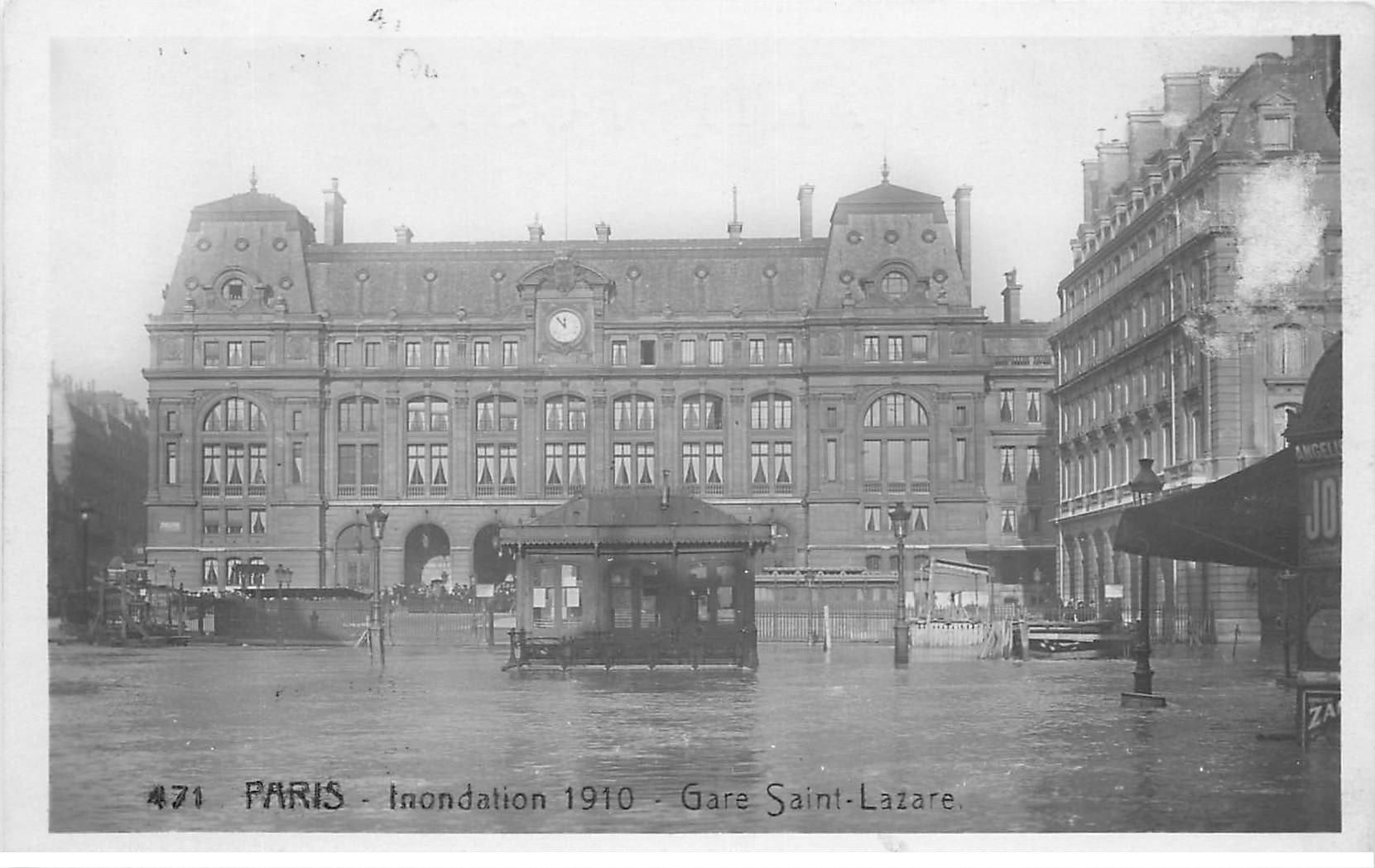 carte postale ancienne INONDATION DE PARIS 1910. Gare Saint-Lazare. Edition Rose. Petit frotis