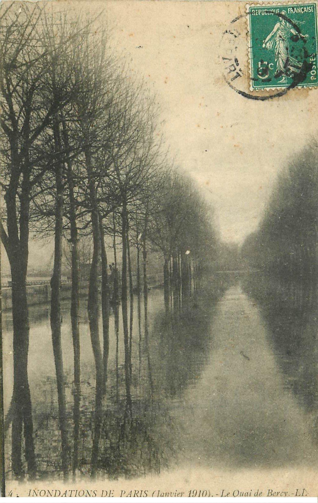 carte postale ancienne INONDATION DE PARIS 1910. Quai de Bercy