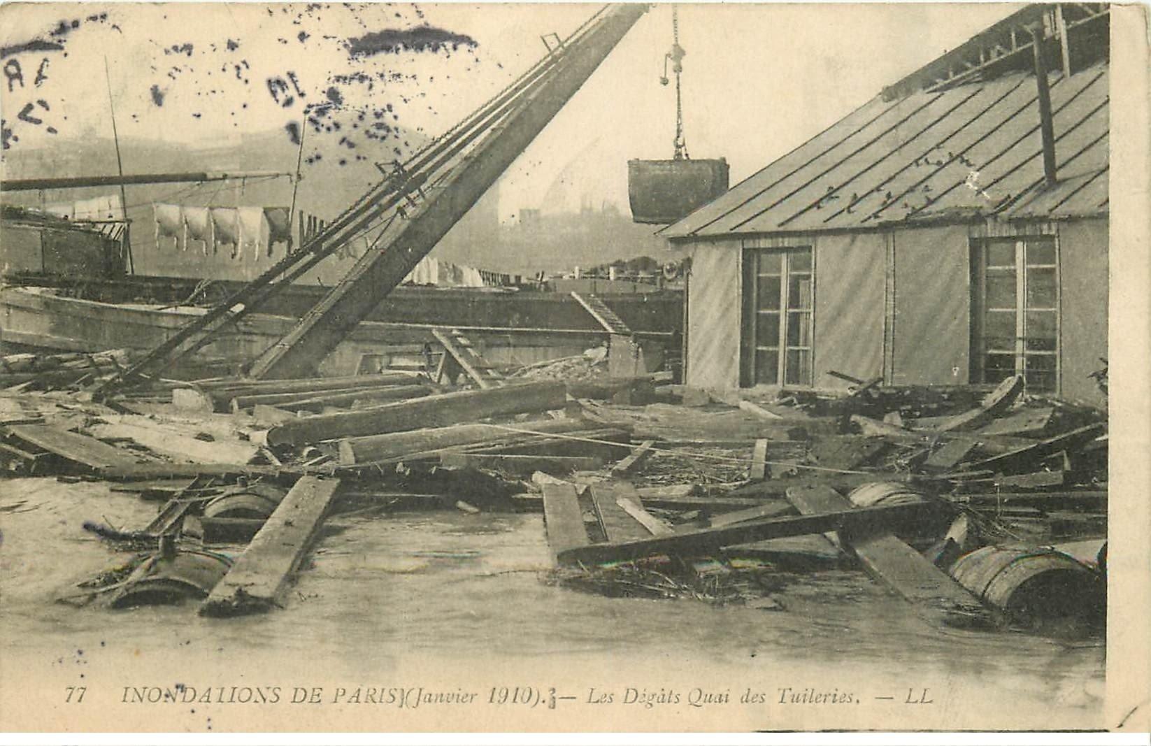 carte postale ancienne INONDATION ET CRUE DE PARIS 1910. Dégats Quai Tuileries