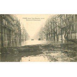 carte postale ancienne INONDATION ET CRUE DE PARIS 1910. Boulevard Haussmann. Timbrée