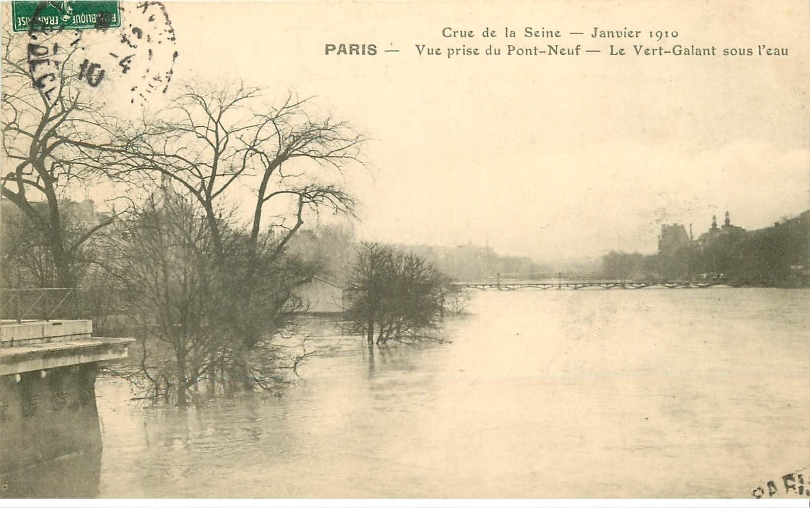 carte postale ancienne INONDATION ET CRUE DE PARIS 1910. Pont Neuf Vert Galant sous l'eau