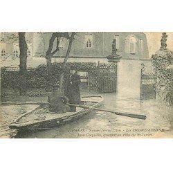 carte postale ancienne INONDATION ET CRUE DE PARIS 1910. Coquelin quittant sa Villa Saint-James