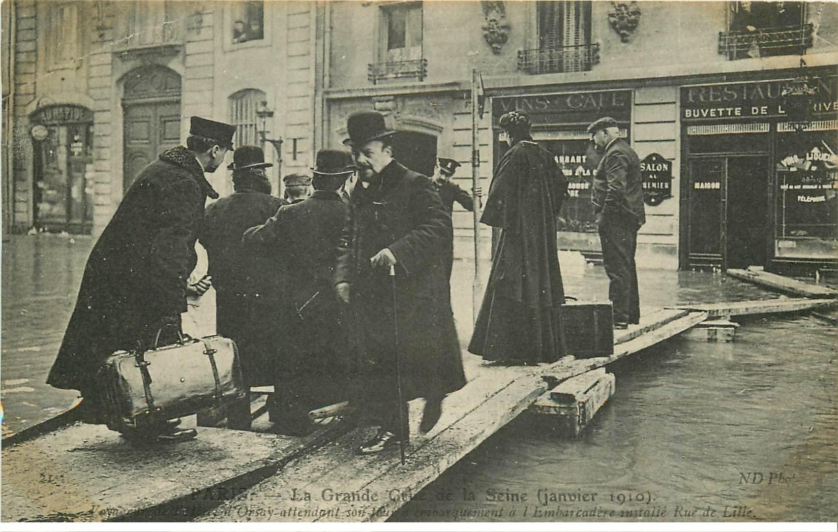 carte postale ancienne INONDATION ET CRUE DE PARIS 1910. Embarcadère rue de Lille