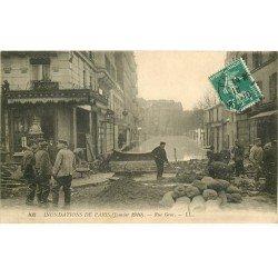 INONDATION ET CRUE DE PARIS 1910. Rue Gros digue de fortune