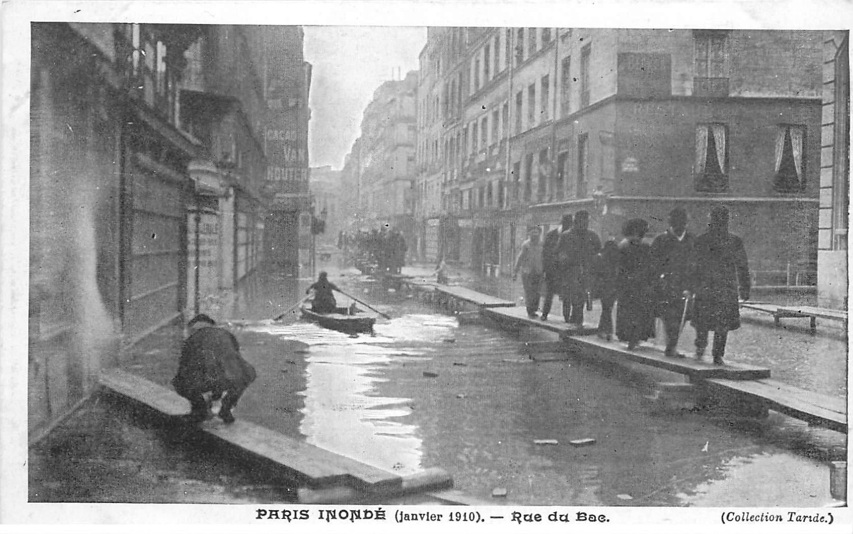 carte postale ancienne INONDATION ET CRUE DE PARIS 1910. Rue du Bac. Collection Taride