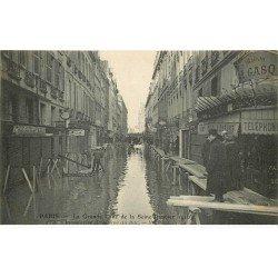 carte postale ancienne INONDATION ET CRUE DE PARIS 1910. Rue du Bac Maison Gasq