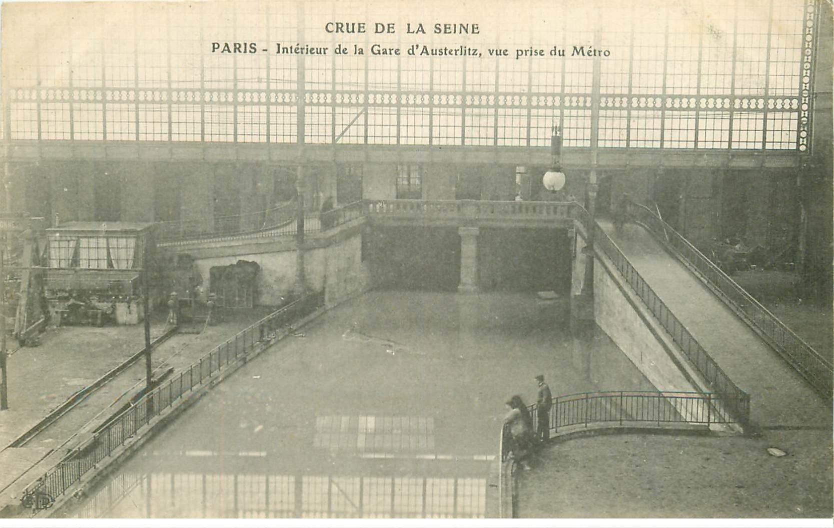 carte postale ancienne INONDATION ET CRUE DE PARIS 1910. Métro Gare d'Austerlitz