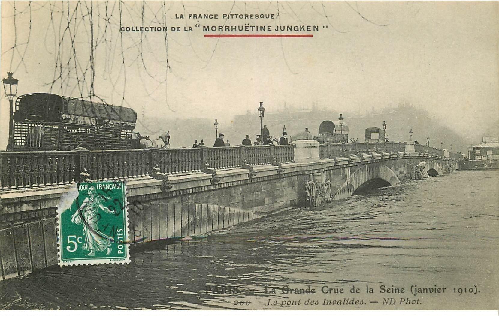 carte postale ancienne INONDATION ET CRUE DE PARIS 1910. Pont des Invalides. Collection Morrhuëtine Jungken