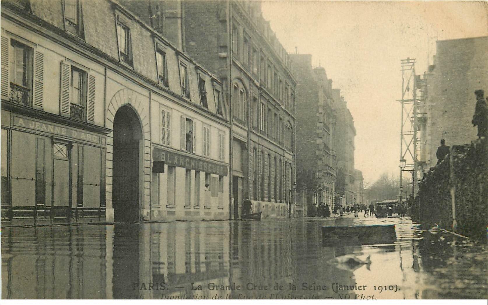 carte postale ancienne INONDATION ET CRUE DE PARIS 1910. Rue Université Blanchisseuse