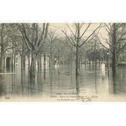 carte postale ancienne INONDATION ET CRUE DE PARIS 1910. Square du Cours-la-Reine
