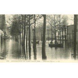 carte postale ancienne INONDATION ET CRUE DE PARIS 1910. Boulevard Diderot près de l'Ecole