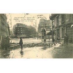 carte postale ancienne INONDATION ET CRUE DE PARIS 1910. Gare Saint-Lazare barrage rue de Rome