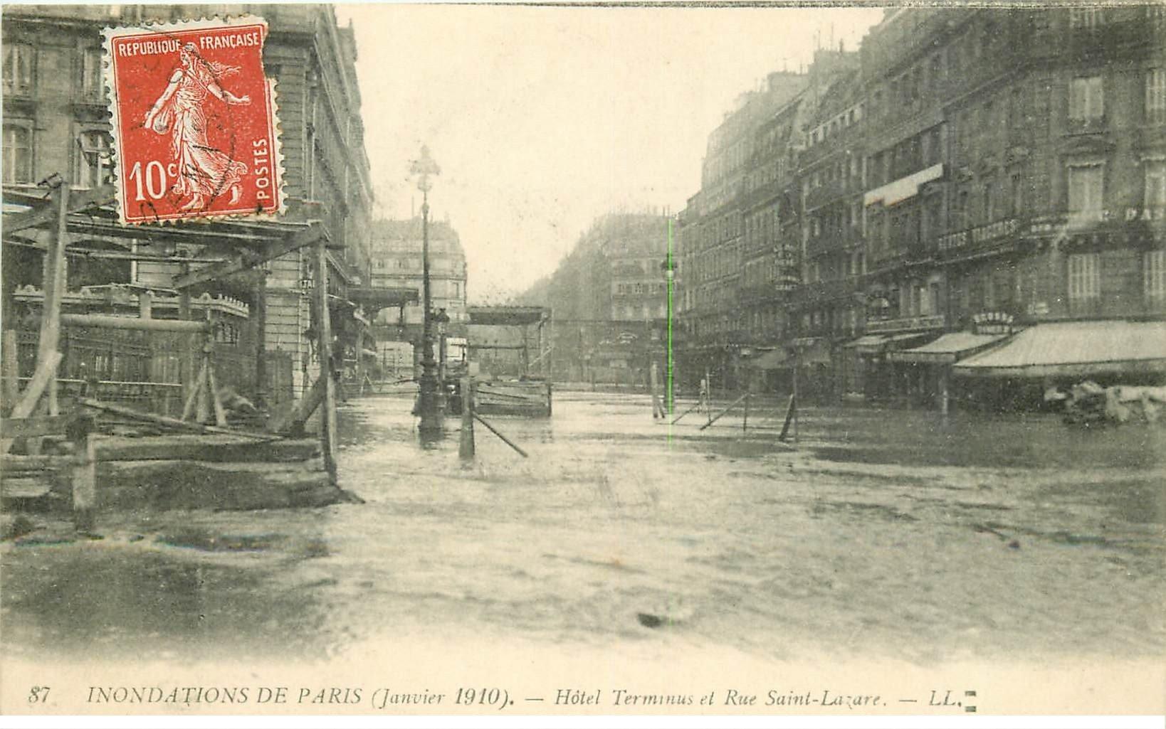 carte postale ancienne INONDATION ET CRUE DE PARIS 1910. Hôtel Terminus Rue Saint-Lazare