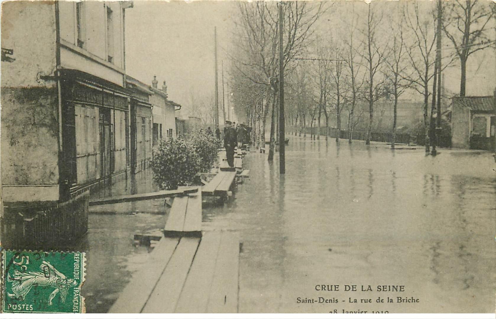 carte postale ancienne Inondation et Crue de 1910. SAINT-DENIS 93. Rue de la Briche