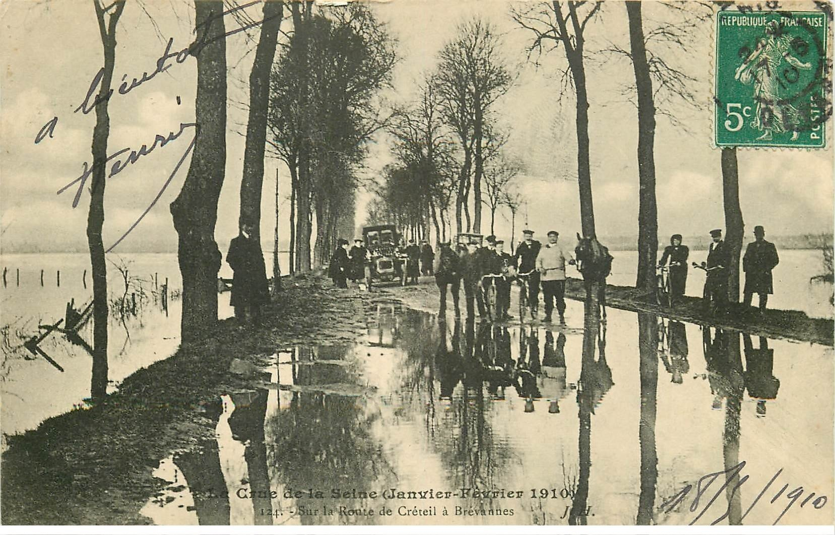 carte postale ancienne Inondation et Crue de 1910. Route CRETEIL à BREVANNES 94