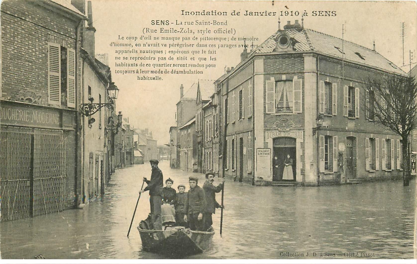 carte postale ancienne Inondation et Crue de 1910. SENS 89. Rue Saint-Bond (Emile Zola) Bureau Octroi