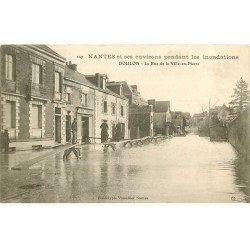 carte postale ancienne Inondation et Crue de 1910. NANTES 44. Rue de la Ville en Pierre Café Tenaud