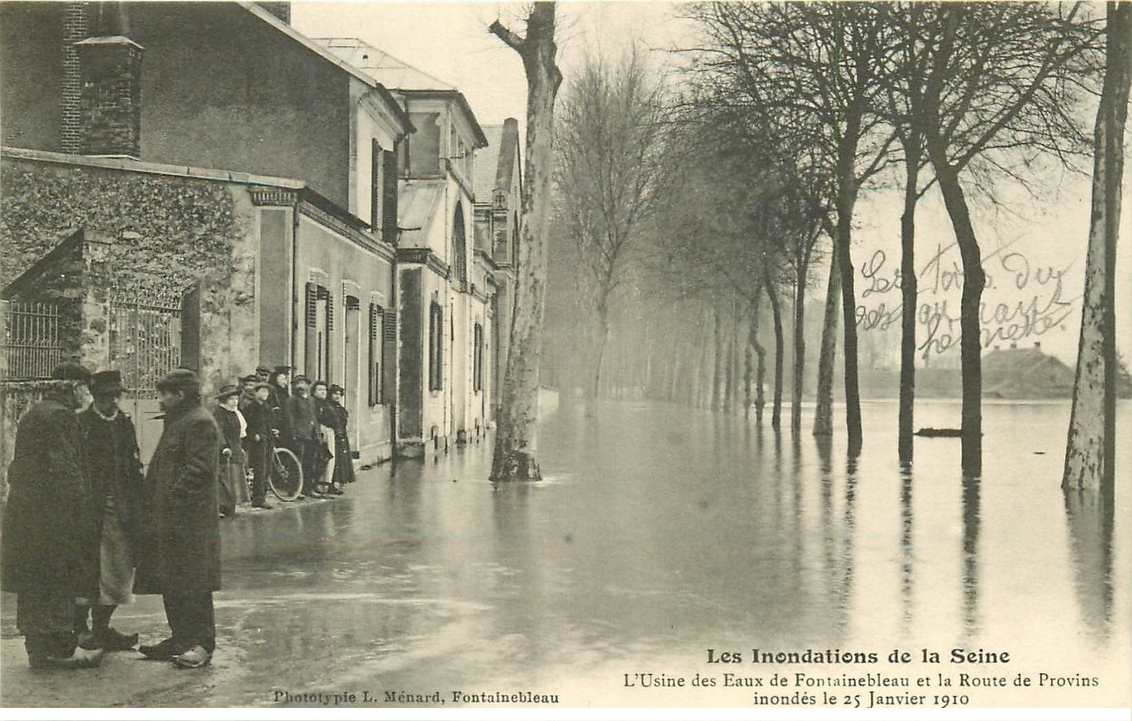 carte postale ancienne Inondation et Crue de 1910. Usine des Eaux de FONTAINEBLEAU Route de Provins 77