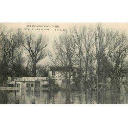 carte postale ancienne Inondation et Crue de 1910. NEUILLY LEVALLOIS 92. Ile de la Jatte