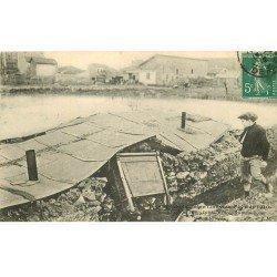 carte postale ancienne Inondation et Crue de 1910. ISSY-LES-MOULINEAUX 92. Maison écroulée