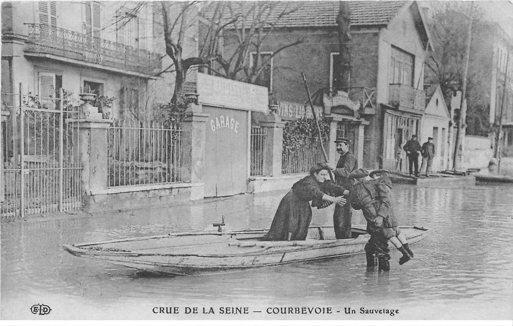 Inondation et Crue de 1910. COURBEVOIE 92. Un Sauvetage