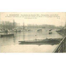 carte postale ancienne Inondation et Crue de 1910. CHARENTON 94. Pont et Bateaux immobilisés