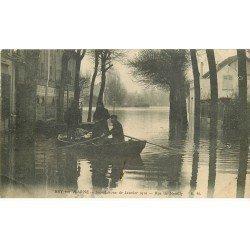 carte postale ancienne Inondation et Crue de 1910. BRY-SUR-MARNE 94. Rue de Neuilly. Fines plissures