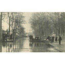 carte postale ancienne Inondation et Crue de 1910. SAINT-MAURICE 94. Grande Rue route des Corbeaux