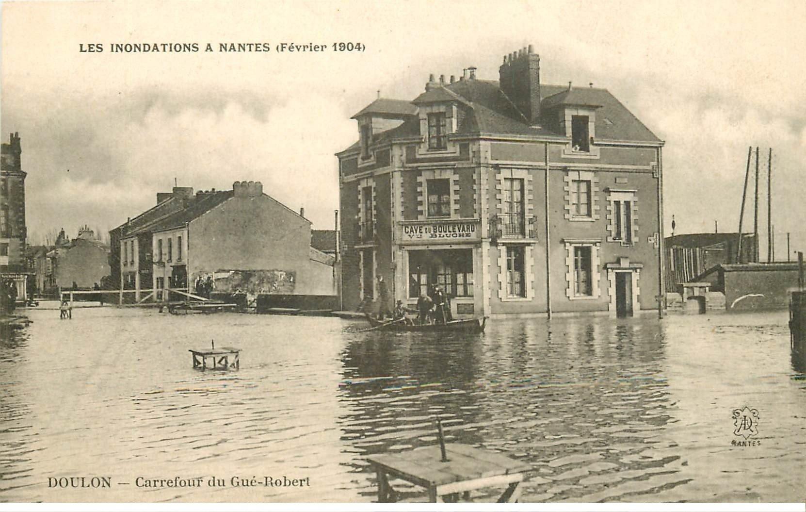 carte postale ancienne Inondation et Crue de 1904. NANTES 44. Carrefour du Gué Robert Cave du Boulevard