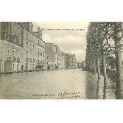 carte postale ancienne Inondation et Crue de 1904. NANTES 44. Boulevard Sébastopol
