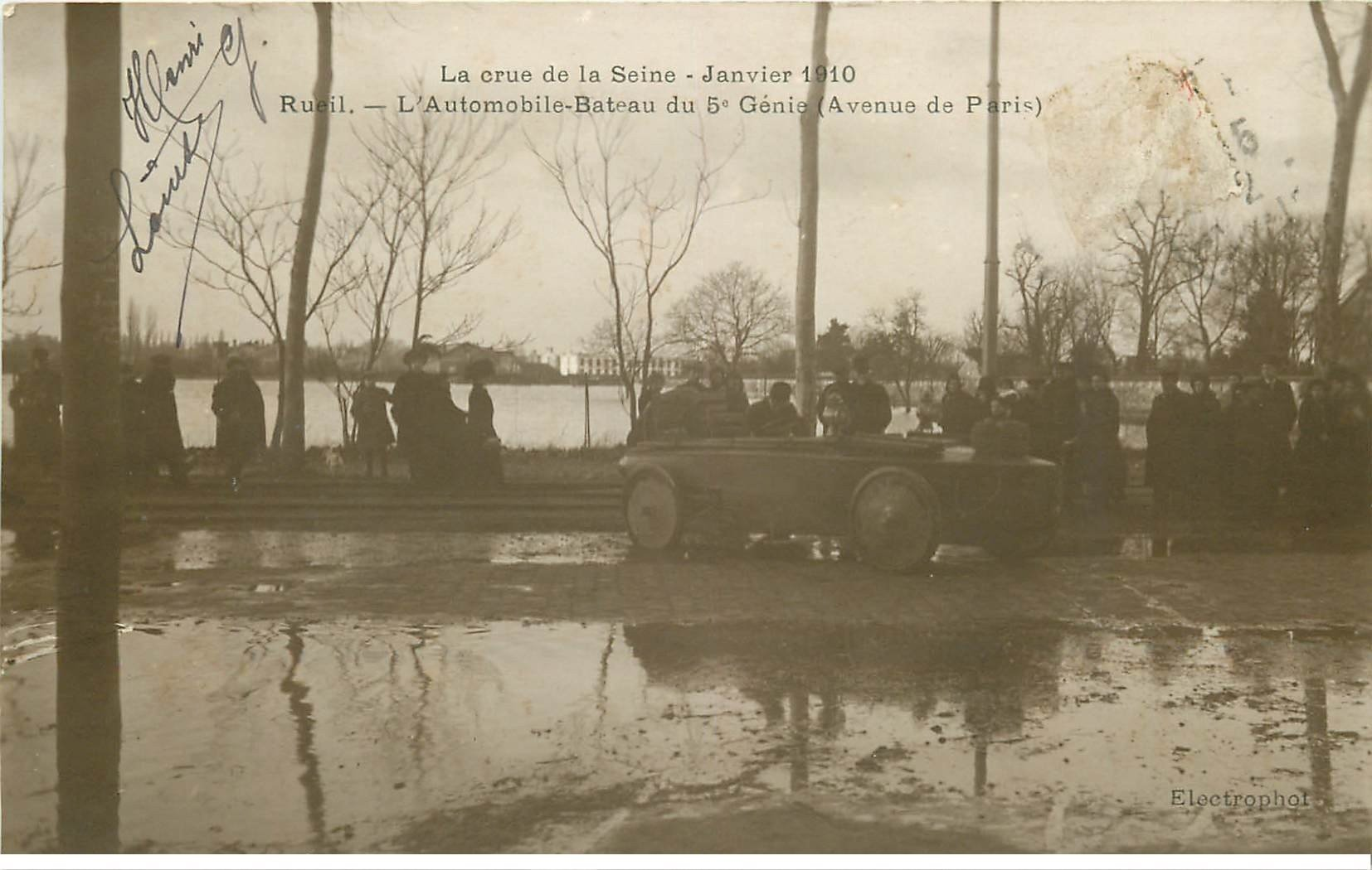 carte postale ancienne Inondation et Crue de 1910. RUEIL MALMAISON 92. Automobile-Bateau du 5° Génie Avenue de Paris