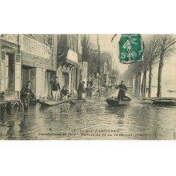 carte postale ancienne Inondation et Crue de 1910. ASNIERES 92. Le Quai avec Garage de canots...