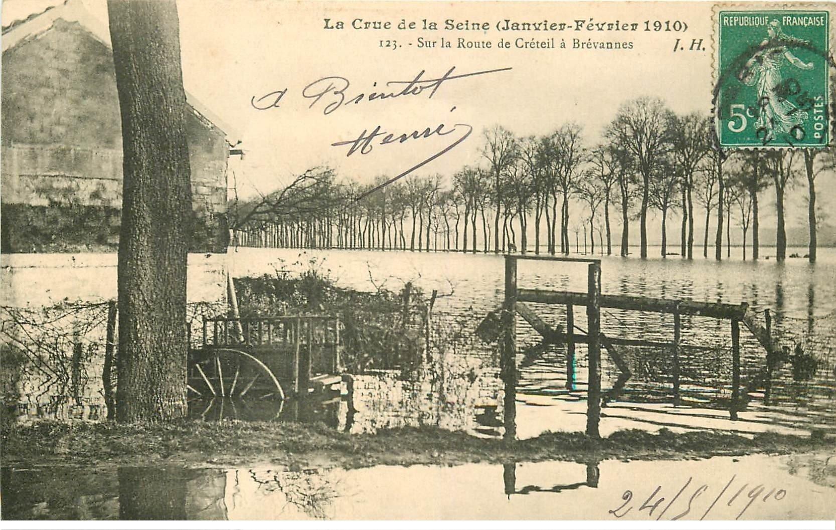 carte postale ancienne Inondation et Crue de 1910. Route de CRETEIL à BREVANNES 94