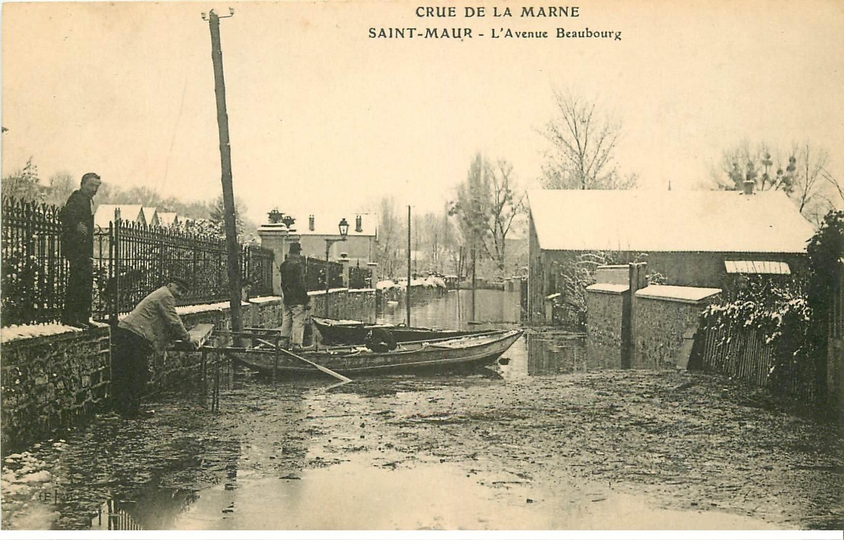carte postale ancienne Inondation et Crue de 1910. SAINT-MAUR 94. Avenue Beaubourg