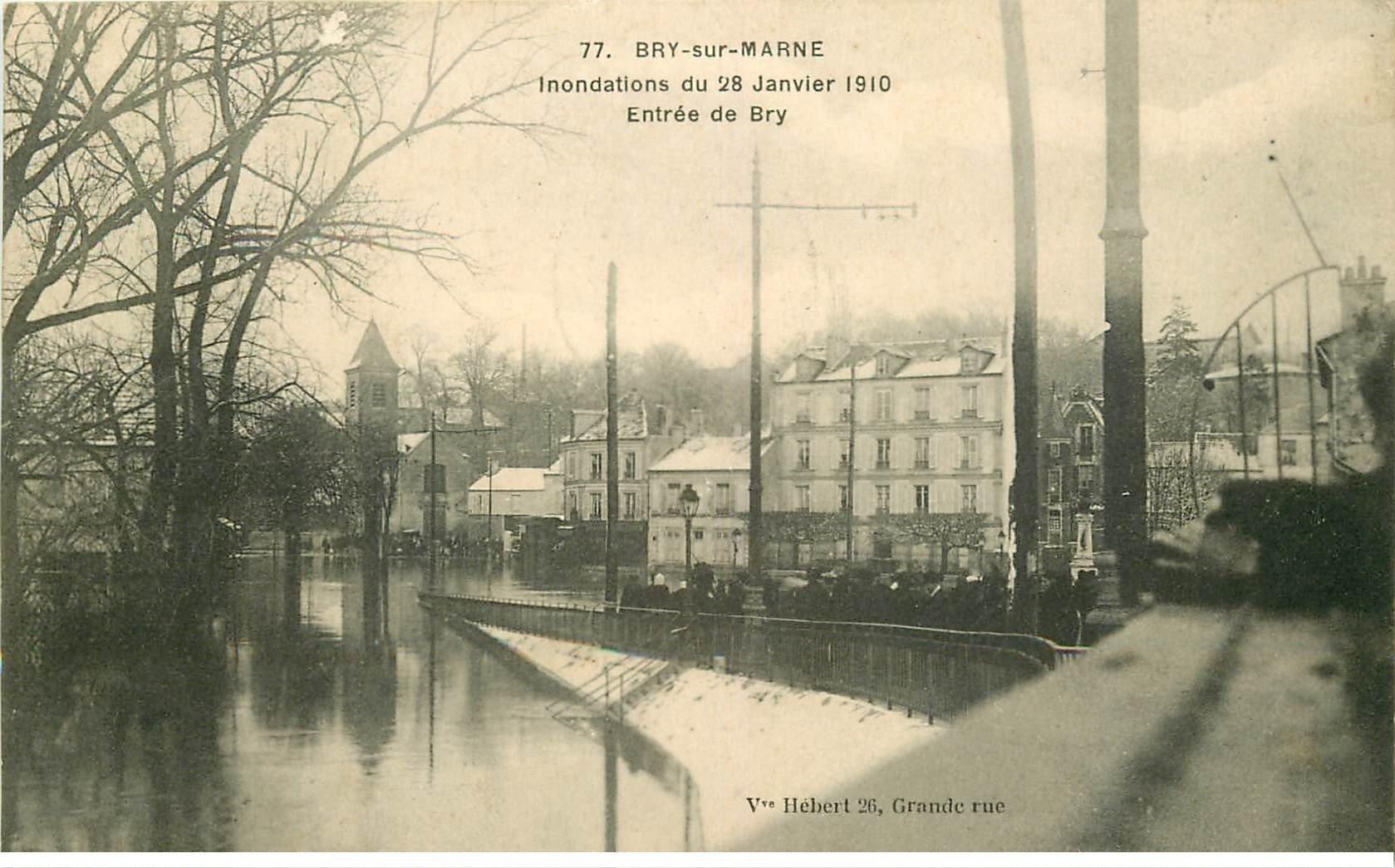 carte postale ancienne Inondation et Crue de 1910. BRY-SUR-MARNE 94. Entrée dfe Bry