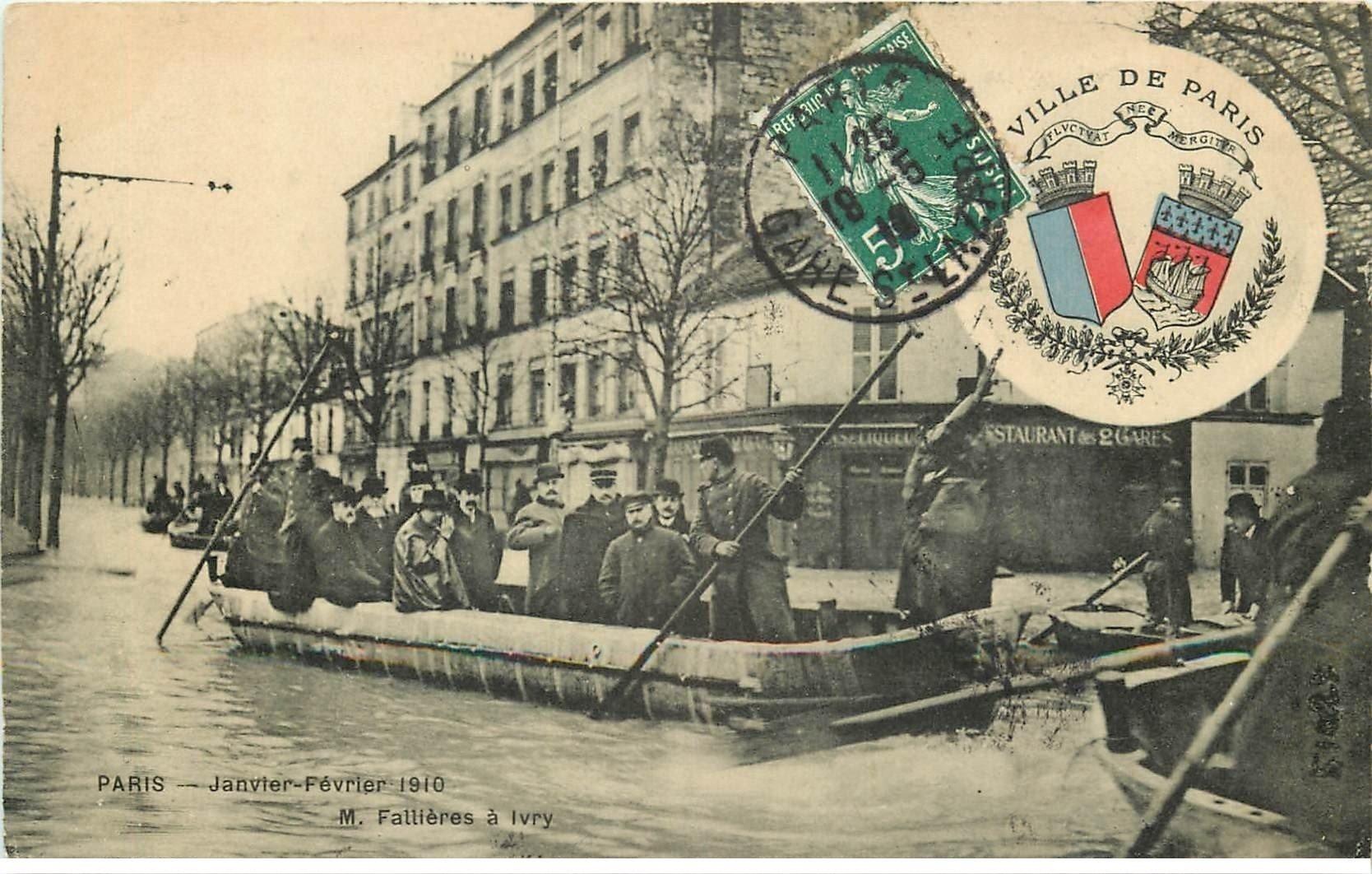 carte postale ancienne Inondation et Crue de PARIS 1910. Fallières à Ivry Restaurant des 2 Gares. Edition B.G
