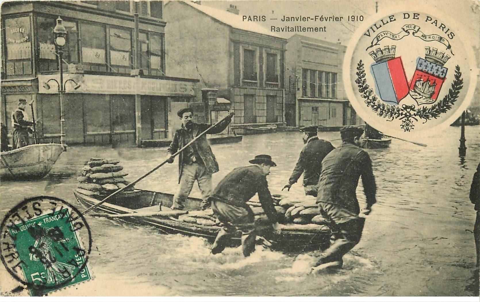 carte postale ancienne Inondation et Crue de PARIS 1910. Ravitaillement en barque. Edition B.G